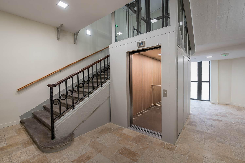 r novation cabine d ascenseur dans une ancienne maison. Black Bedroom Furniture Sets. Home Design Ideas